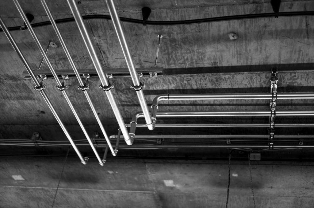 construction avec tube métal