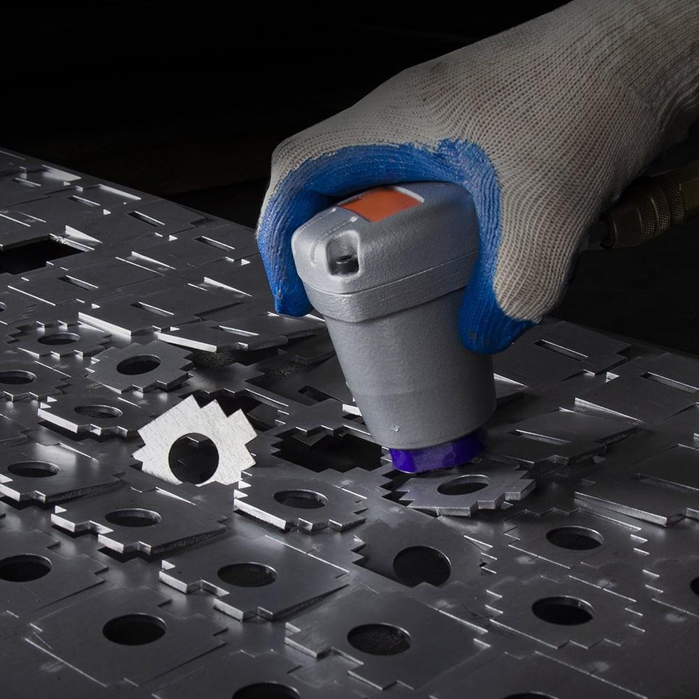 dégrappage de pièces découpées au laser